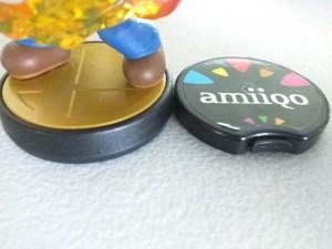 amiiqo-vs-mario-amiibo-angle
